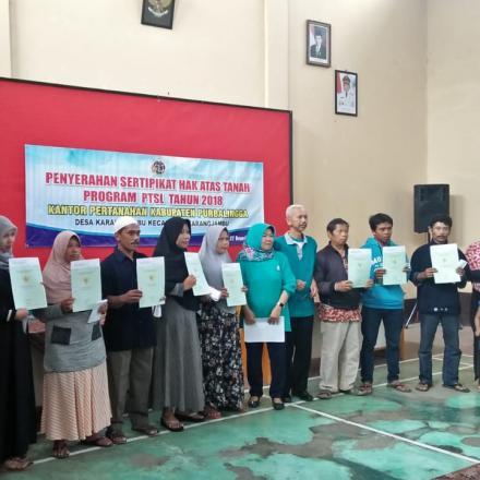 Pembagian Sertipikat PTSL 2018 Tahap I Desa Karangjambu